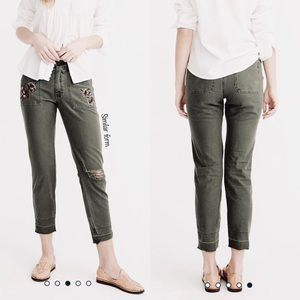 WHITE H BLACK M⚡️Embroidered Crop Olive Jeans_2P